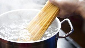 pasta koken in gezond water
